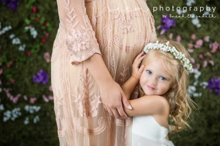 Houston Maternity Photographers SEEM photography Flower Wall Child