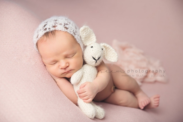 SEEM photography Newborns with a Bunny