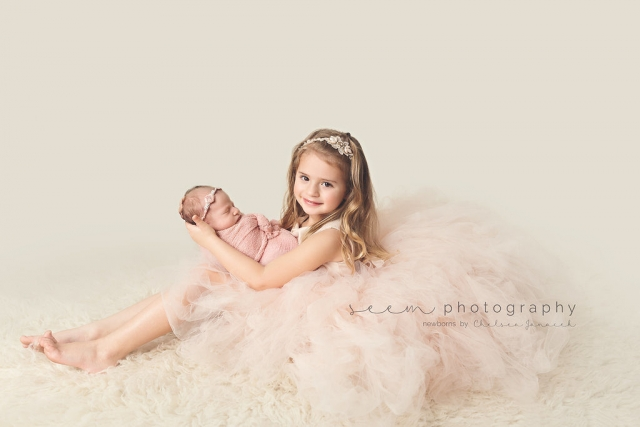 SEEM photography Newborns Sibling in a Dress