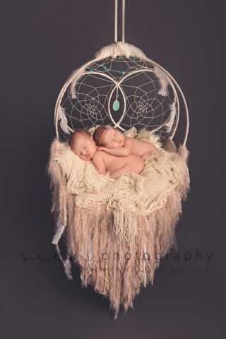 SEEM photography Newborns Twins Sleeping on a Dreamcatcher
