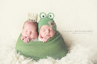 SEEM photography Newborns Twins wrapped in Green