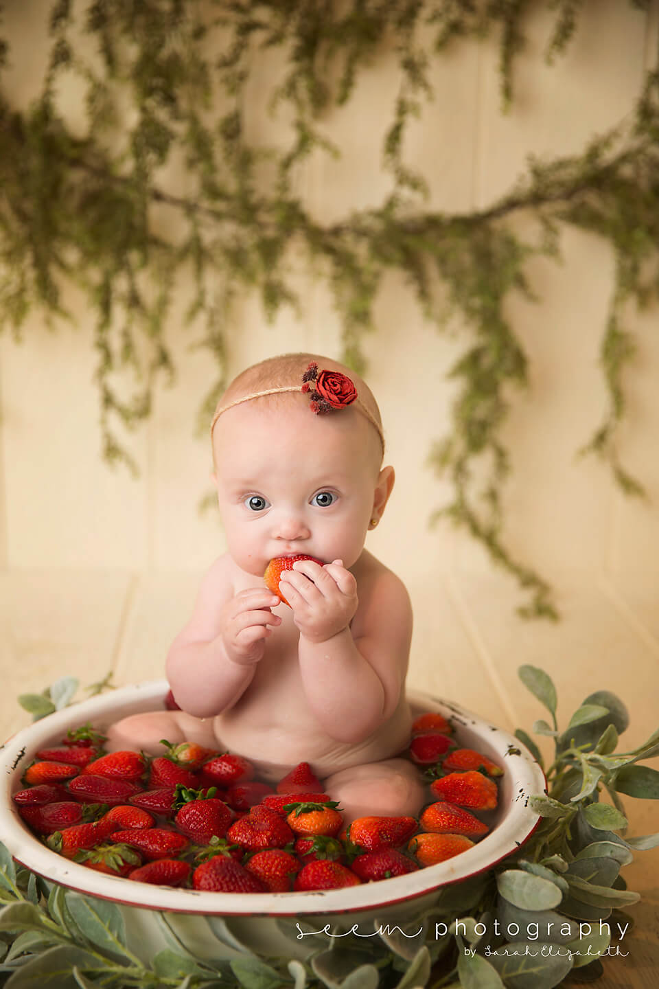 SEEM photography Baby Strawberry Bath