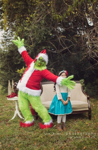 SEEM photography Grinch Showing Off