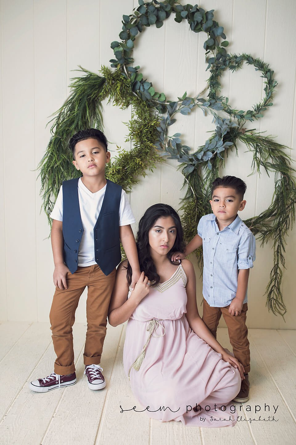 SEEM photography Kids and Wreath