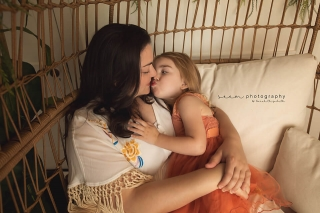 SEEM photography Mother Daughter Kissing